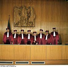 220px-Bundesarchiv_B_145_Bild-F083314-0010,_Karlsruhe,_Bundesverfassungsgericht,_II._Senat