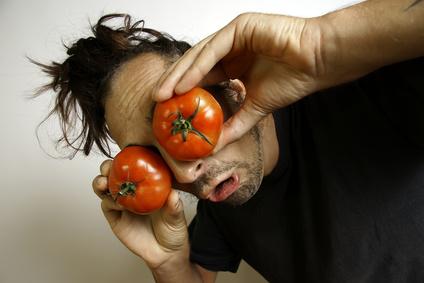 Clown mit Tomaten auf den Augen