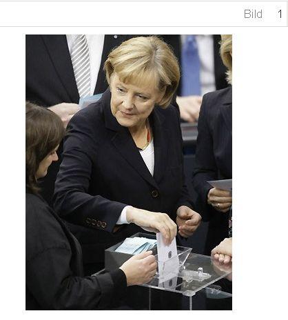 Quelle: http://www.sueddeutsche.de/politik/bundestag-der-angela-merkel-tag-1.141379-2