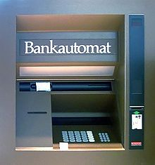 220px-Früher_Bankautomat_von_Nixdorf_retouched